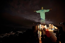Brazil's Christ the Redeemer Statue Lit up to Honour Medics at Forefront of COVID-19 Battle