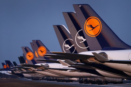 Planes of German carrier Lufthansa parked on a closed runway at Frankfurt airport, Germany. (Photo: Reuters)