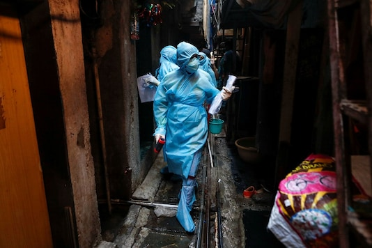 Healthcare workers enter a residential area to conduct swab tests in Mumbai. REUTERS/Francis Mascarenhas