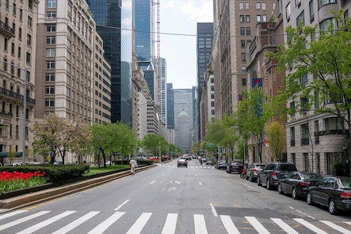 File photo of a relatively quiet Park Avenue in New York in the wake of the coronavirus.  REUTERS/Lucas Jackson/File photo
