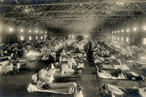 Soldiers are quarantined while recovering from the Spanish flu at Camp Funston, Kansas, US in 1918. (Reuters)