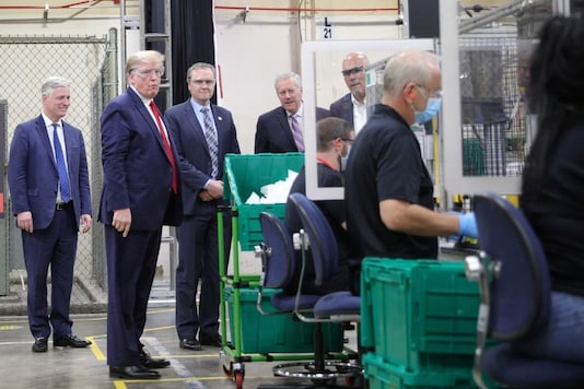 U.S. President Donald Trump watches manufacturing workers create protective face masks as he, White House National Security Adviser Robert O'Brien, Honeywell CEO Darius Adamczyk, White House Chief of Staff Mark Meadows and Honeywell's Vice President of Integrated Supply Chain Tony Stallings observe an assembly line during the president's visit to a Honeywell facility making masks for the coronavirus disease (COVID-19) outbreak in Phoenix, Arizona, US, May 5, 2020. REUTERS/Tom Brenner