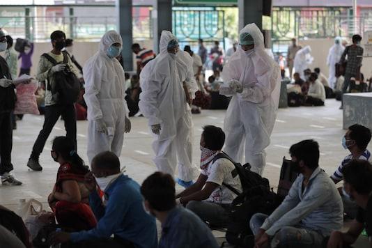 Health workers examine migrant labourers. (Image: AP)