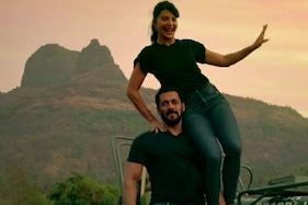 Excited Locals Cheer for Salman Khan, Jacqueline Fernandez as They Go Cycling, Watch Video