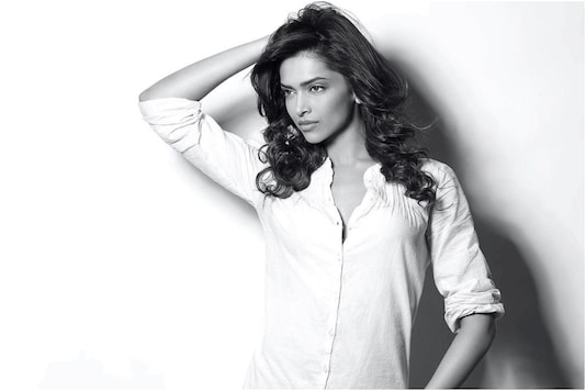 This Stunning Monochrome Pic of Deepika Padukone Proves There is Beauty in Simplicity