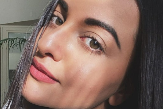 Sonakshi Sinha Posts 'Sunday Selfie' as She Doesn't Know 'What Day it is'