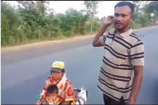 Ramu walked over 700 kilometres from Hyderabad while dragging his wife Dhanwanta and two-year-old daughter Anuragini to his village in madhya Pradesh. (Twitter)