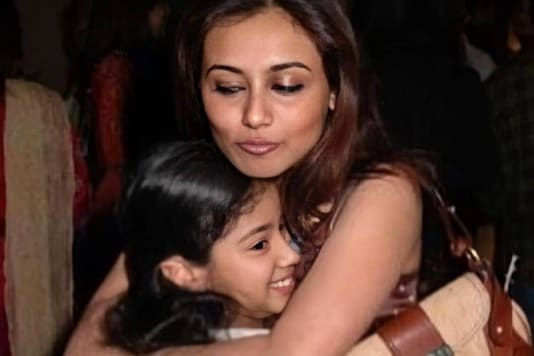Rani Mukerji And Janhvi Kapoor's Adorable Throwback Picture Is Unmissable