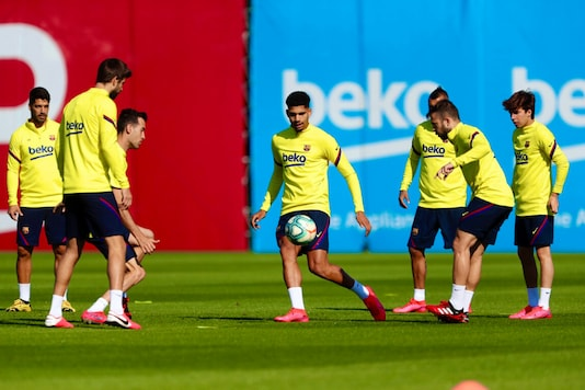 Barcelona training (Photo Credit: Twitter)