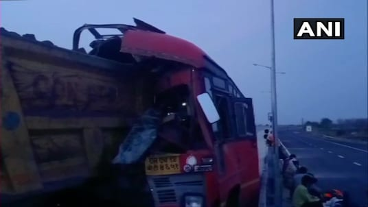 4 migrant workers were killed and 15 injured when a bus they were travelling in from Solapur to Jharkhand rammed into a truck in Maharashtra's Yavatmal. (Photo: ANI/Twitter)