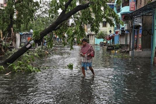 A man crosses a flooded street after Cyclone Amphan made its landfall, in Kolkata, India, May 21, 2020. (REUTERS/Rupak De Chowdhuri)