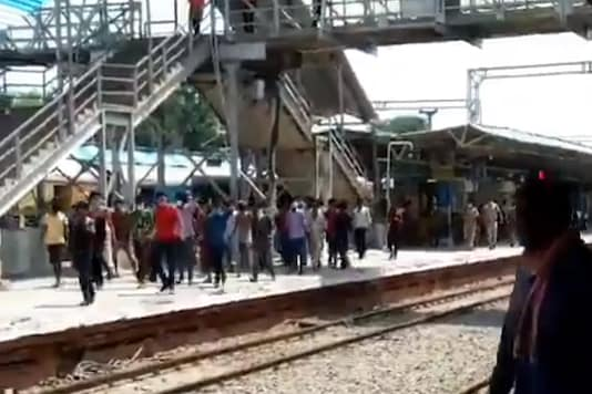 Migrant workers protest at the Unnao railway station against lack of food and water after the train got delayed for several hours. (Photo: Twitter)