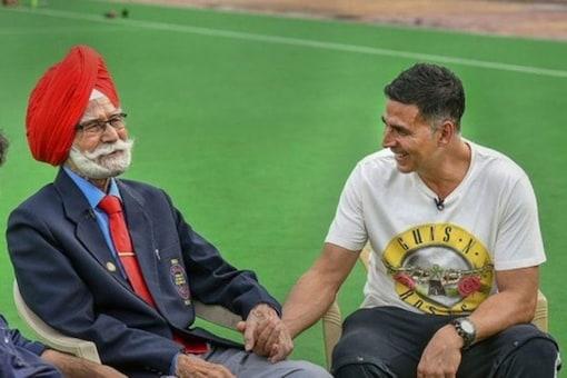 Akshay Kumar Mourns the Death of Legendary Hockey Player Balbir Singh