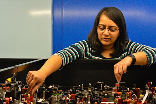 Dr Amruta Gadge setting up the lasers prior to lockdown. Credit: University of Sussex.