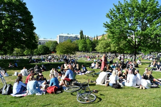 People enjoy warm weather at the Tantolunden park as the spread of the coronavirus disease (COVID-19) continues, in Stockholm, Sweden May 30, 2020. TT News Agency/Henrik Montgomery via REUTERS