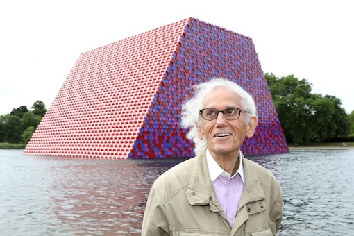 Artist Christo, Famous for Wrapping Exteriors of Landmark Buildings, Dies at 84