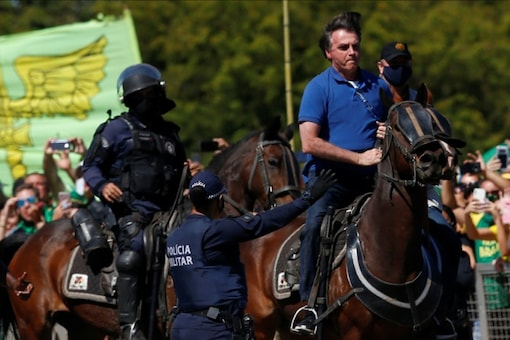 Brazil's President Jair Bolsonaro rides a horse during a meeting with supporters protesting in his favor, amid the coronavirus disease (COVID-19) outbreak, in Brasilia, Brazil May 31, 2020. REUTERS/Ueslei Marcelino