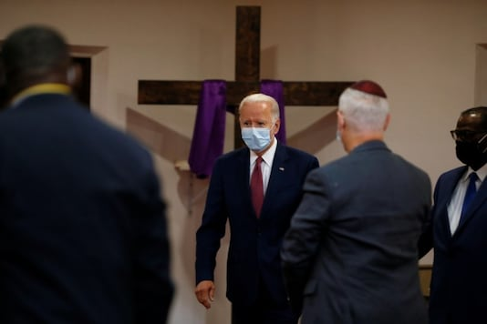 U.S. Democratic presidential candidate and former Vice President Joe Biden wears a protective face mask as he arrives to visit the Bethel AME Church in Wilmington, Delaware, U.S. June 1, 2020. REUTERS/Jim Bourg