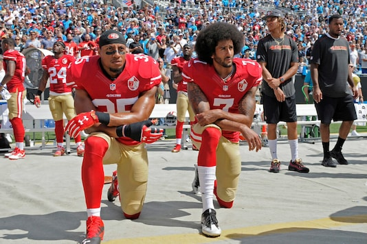 Colin Kaepernick (R), back in 2016, was the first to start kneeling during US national anthem as a protest against racial injustice, (Photo Credit: Twitter)
