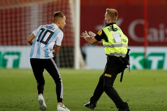 A pitch invader interrupted Barcelona's game vs Real Mallorca. (Photo Credit: Reuters)