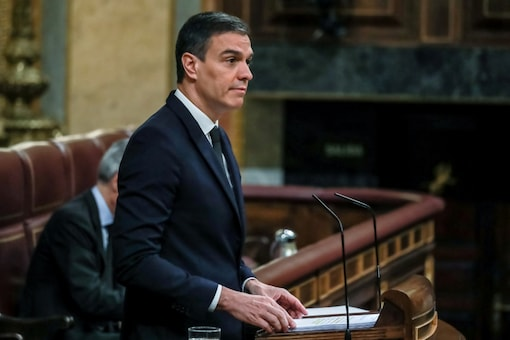 Spanish Prime Minister Pedro Sanchez speaks during a session to request a sixth extension of the state of emergency amid the coronavirus disease (COVID-19) outbreak at Parliament in Madrid, Spain, June 3, 2020. Dani Duch/Pool via REUTERS