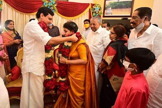 Veena Thayikkandiyil and Mohammed Riyas exchange garlands during the wedding ceremony in Thiruvananthapuram.