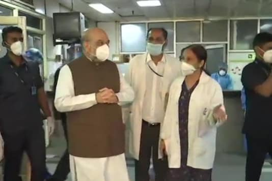 Home Minister Amit Shah at LNJP Hospital (Twitter/@ANI)