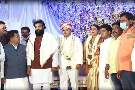 Karnataka Health Minister B Sriramulu with the newly wedded couple on Monday and others. (News18)