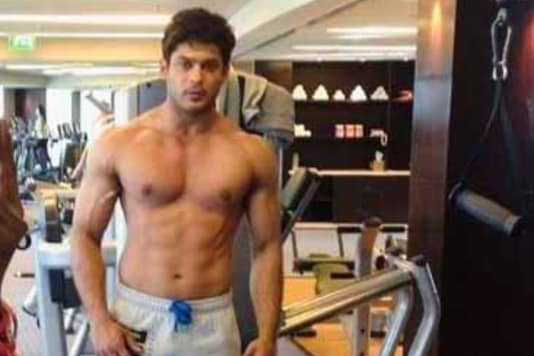 Shirtless Sidharth Shukla Flaunts His Well-chiselled Physique, Says Missing the Gym