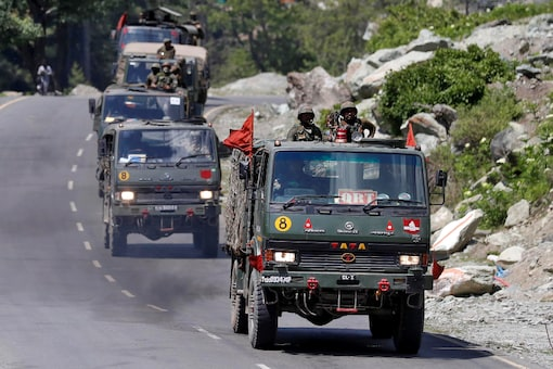 An Indian Army convoy moves along a highway leading to Ladakh, at Gagangeer in Kashmir's Ganderbal district. Reuters/File photo