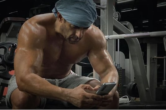 Salman Khan Flaunts Ripped Body In Post-workout Shirtless Picture; See Here