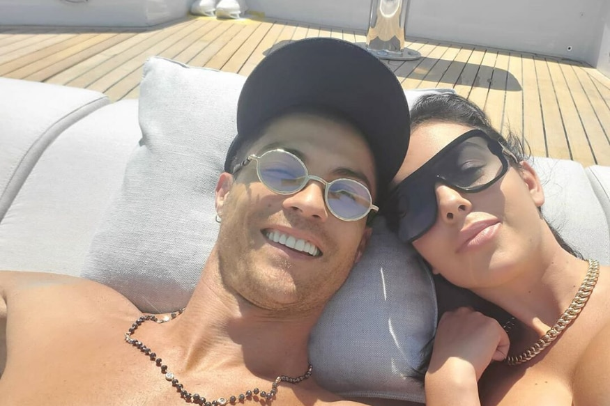 Cristiano Ronaldo Georgina Rodriguez To Marry Georgina Sparks Engagement Rumours With Huge Ring