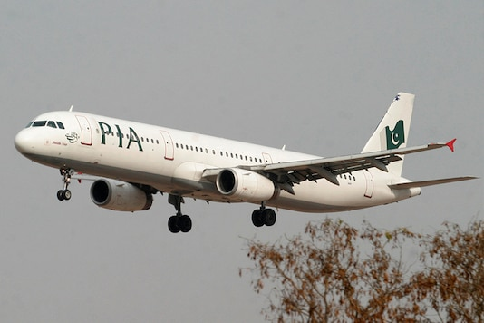 A Pakistan International Airlines (PIA) plane prepares to land at Islamabad airport in Islamabad February 24, 2007. (Photo: Reuters)