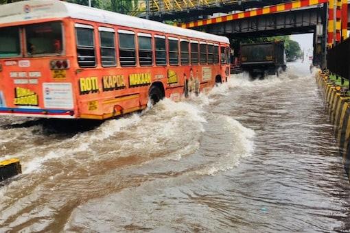 Incessant rains cause water logging in various areas of Mumbai. (News18)