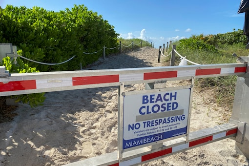 A sign informing about South Beach closure, to prevent the spread of the coronavirus disease (COVID-19), is seen ahead of the Fourth of July weekend, in Miami, Florida, U.S., July 3, 2020. REUTERS/Elizabeth Feria