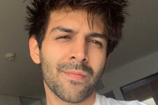 Kartik Aaryan Breaks The Internet With His Clean-shaven Look, Gets Thirsty Comments On Pic
