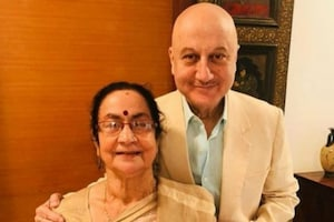 After Bachchans, Anupam Kher's Mother Tests Positive for Covid-19, Admitted To Hospital