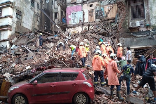 Visual from the site of building collapse in Mumbai. (Image: News18)