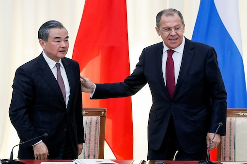 FILE PHOTO: Russian Foreign Minister Sergey Lavrov and Chinese Foreign Minister Wang Yi leave after their joint news conference following talks in Sochi, Russia May 13, 2019. (Pavel Golovkin/Pool via REUTERS)