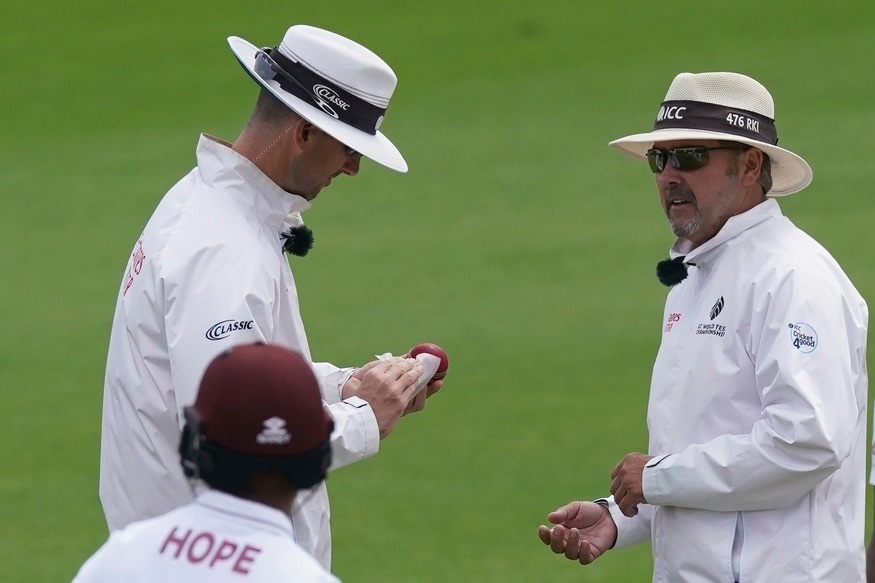 England vs West Indies 2020 | Dom Sibley Accidentally Applies Saliva, Umpires Disinfect Ball