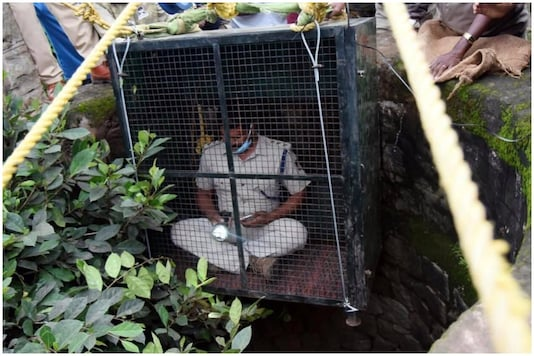 Forest officer Siddarajau descending down a well to save a leopard | Image credit: Twitter