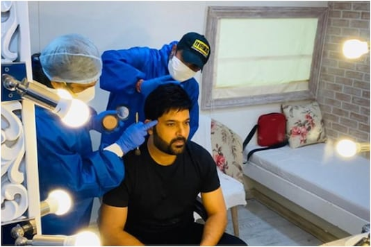 Kapil Sharma gets his make up and hair done