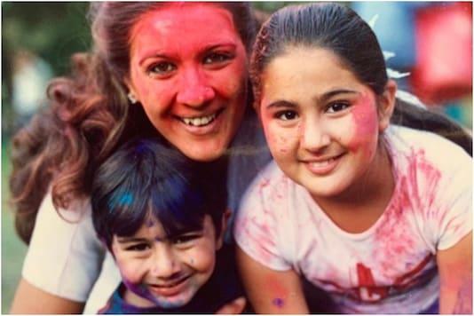 Sara Ali Khan with family