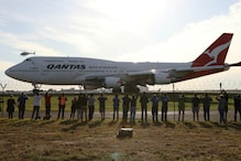 End of an Era: Last Qantas Boeing 747 Jumbo Jet Takes to the Skies for One Final Time