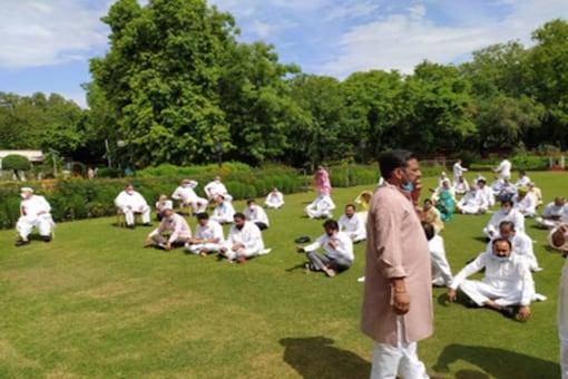 Rajasthan Congress MLAs supporting Chief Minister Ashok Gehlot at Raj Bhawan. (Twitter/ANI)