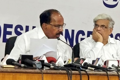 File photo of Congress leader Veerappa Moily.(left)  (Image: via Twitter)