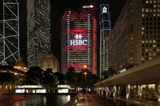 FILE PHOTO: The HSBC headquarters is lit up at the Central Financial District in Hong Kong November 3, 2015. REUTERS/Bobby Yip/File Photo