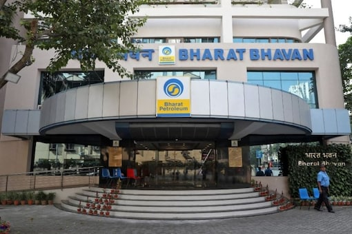 FILE PHOTO: A private security guard stands in front of the regional head office of oil refiner Bharat Petroleum Corp (BPCL) in Kolkata, India, November 28, 2019. REUTERS/Rupak De Chowdhuri/File photo