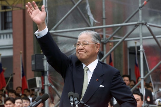 FILE PHOTO: Former Taiwan president Lee Teng-hui waves to the crowd outside the presidential palace in Taipei May 20 after his successor, Chen Shui-bian, was sworn in as Taiwan's next president./File Photo