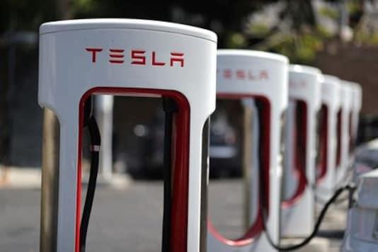 Tesla says took payroll benefits to offset coronavirus shutdowns
